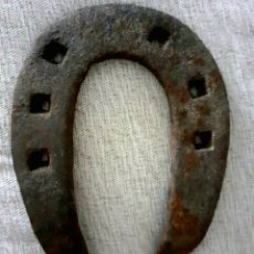 Antigüedades: HERRADURA DE HIERRO FORJADO MUY ANTIGUA. ARAGÓN. Lote 296854878