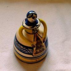 Antigüedades: CAMPANA TALAVERA 16CM FIRMADA CHACÓN. Lote 296951793