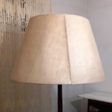 Antigüedades: MESA ANTIGUA CON LAMPARA INCORPORADA. Lote 297046693