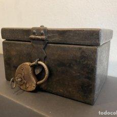 Antigüedades: COFRE EN HIERRO FORJADO, HACIA EL 1700.. Lote 297051418