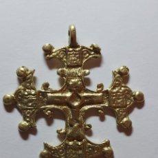 Antigüedades: BONITA CRUZ DE BRONCE. Lote 297104313