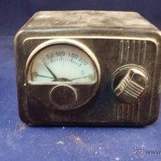 Radios antiguas: ELEVADOR REDUCTOR DE CORRIENTE CON VOLTIMETRO. TAMAÑO 10X7 CM. SIN PROBAR. Lote 49639901
