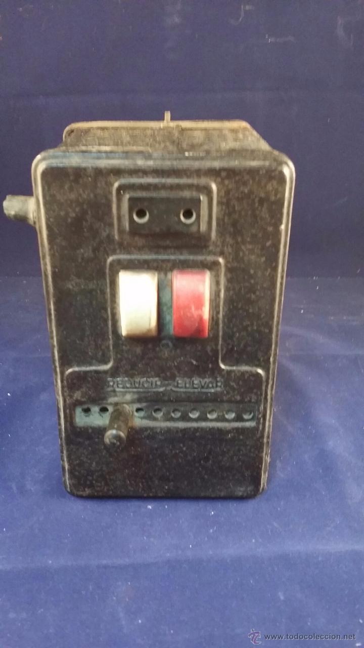 ELEVADOR REDUCTOR DE CORRIENTE. TAMAÑO 18X12 CM. SIN PROBAR, TIENE EL CABLE CORTADO (Radios - Aparatos de Reparación y Comprobación de Radios)