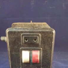 Radios antiguas: ELEVADOR REDUCTOR DE CORRIENTE. TAMAÑO 18X12 CM. SIN PROBAR, TIENE EL CABLE CORTADO. Lote 49639951