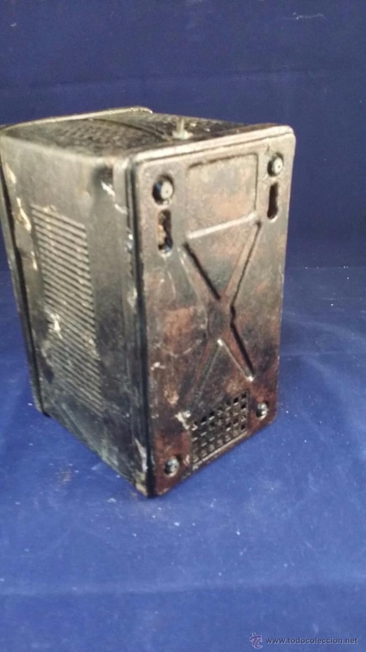 Radios antiguas: Elevador reductor de corriente. Tamaño 18x12 cm. Sin probar, tiene el cable cortado - Foto 2 - 49639951