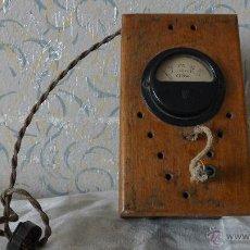 Radios antiguas: VOLTÍMETRO EN MADERA Y CHAPA VERDE.. Lote 49973830