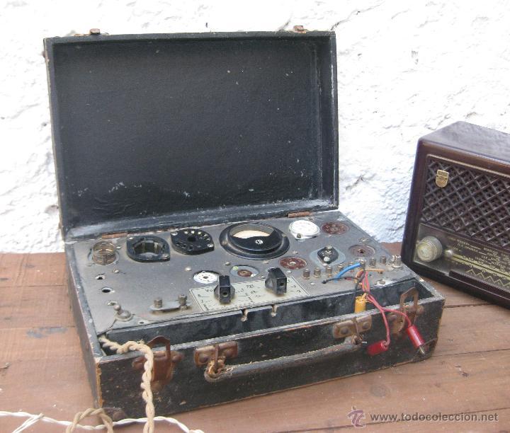 APARATO ANTIGUO COMPROBADOR DE VALVULAS DE RADIOS Y TV ESCUELA MAYMO EN MALETIN (Radios - Aparatos de Reparación y Comprobación de Radios)