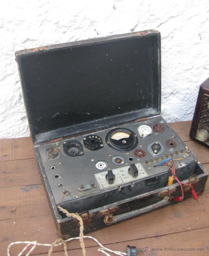 Radios antiguas: APARATO ANTIGUO COMPROBADOR DE VALVULAS DE RADIOS Y TV ESCUELA MAYMO EN MALETIN - Foto 2 - 52433468