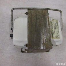 Radios antiguas: AUTOTRANSFORMADOR REVERSIBLE 220V/125 150V 500VA FUNCIONANDO, LIMPIO, 15X10X9CM 2.8KG. Lote 116948903