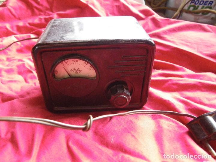 ELEVADOR REDUCTOR DE CORRIENTE , EN BAQUELITA MARCA ARANT (Radios - Aparatos de Reparación y Comprobación de Radios)