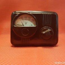 Radios antiguas: VOLTÍMETRO. REGULADOR DE TENSIÓN DE BAQUELITA.. Lote 160677674