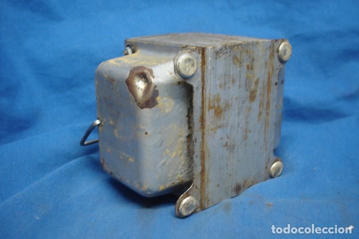 Radios antiguas: ANTIGUO AUTO-TRANSFORMADOR REVERSIBLE DE 220/125 VOLTIOS - Foto 4 - 167061512