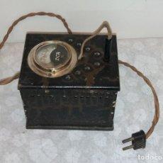 Radios antiguas: VOLTIMETRO ELEVADOR ANTIGUO EN MADERA. Lote 176769018