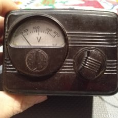 Rádios antigos: FUNCIONA ANTIGUO AUTO TRANSFORMADOR CON VOLTÍMETRO SALABÉ NOVELDA ALICANTE ELECTRICIDAD BAQUELITA. Lote 206784342
