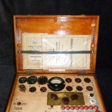 Radio antiche: COMPROBADOR DE VÁLVULAS DE VACIO MAYMO, MOD. CVM N2. BARCELONA, 1955. FUNCIONANDO. Lote 263266310
