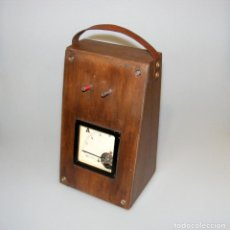 Radios antiguas: ANTIGUO AMPERÍMETRO MONTADO EN CAJA DE MADERA - FUNCIONA.. Lote 295554593