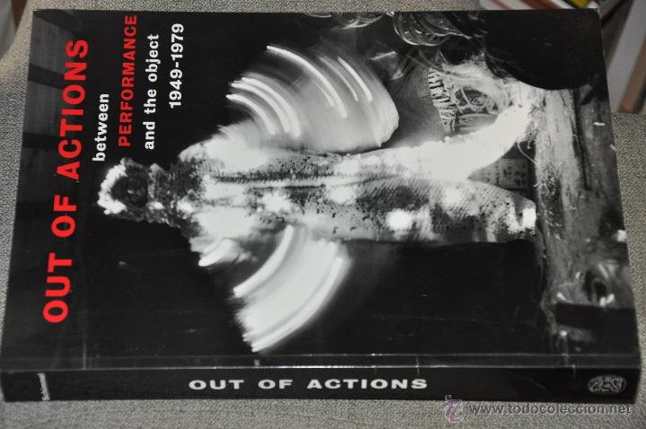 OUT OF ACTIONS BETWEEN PERFORMANCE AND THE OBJECT 1949 - 1979 , AÑO 1999 INGLES (Arte - Catálogos)