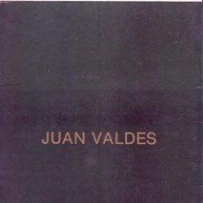 Arte: INVITACIÓN Y CATALOGO DE LA EXPOSICIÓN DEL PINTOR JUAN VALDÉS CON DEDICATORIA Y FIRMA.. Lote 53382224