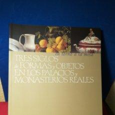 Arte: TRES SIGLOS DE FORMAS Y OBJETOS EN LOS PALACIOS Y MONASTERIOS REALES FUNDACIÓN LA CAIXA, 2000. Lote 148026325