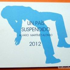 Arte: ÁLVARO MARTÍNEZ ALONSO: UN PAÍS SUSPENDIDO - CATÁLOGO DE EXPOSICIÓN - MUSEO DA2 - 2012 - NUEVO. Lote 155542786