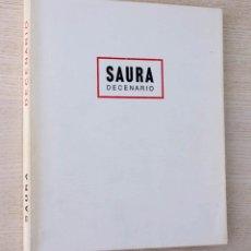 Arte: SAURA. DECENARIO. 1980-1990. (CON FIRMA Y DIBUJO ORIGINAL DE LA MANO DE SAURA). Lote 174120979