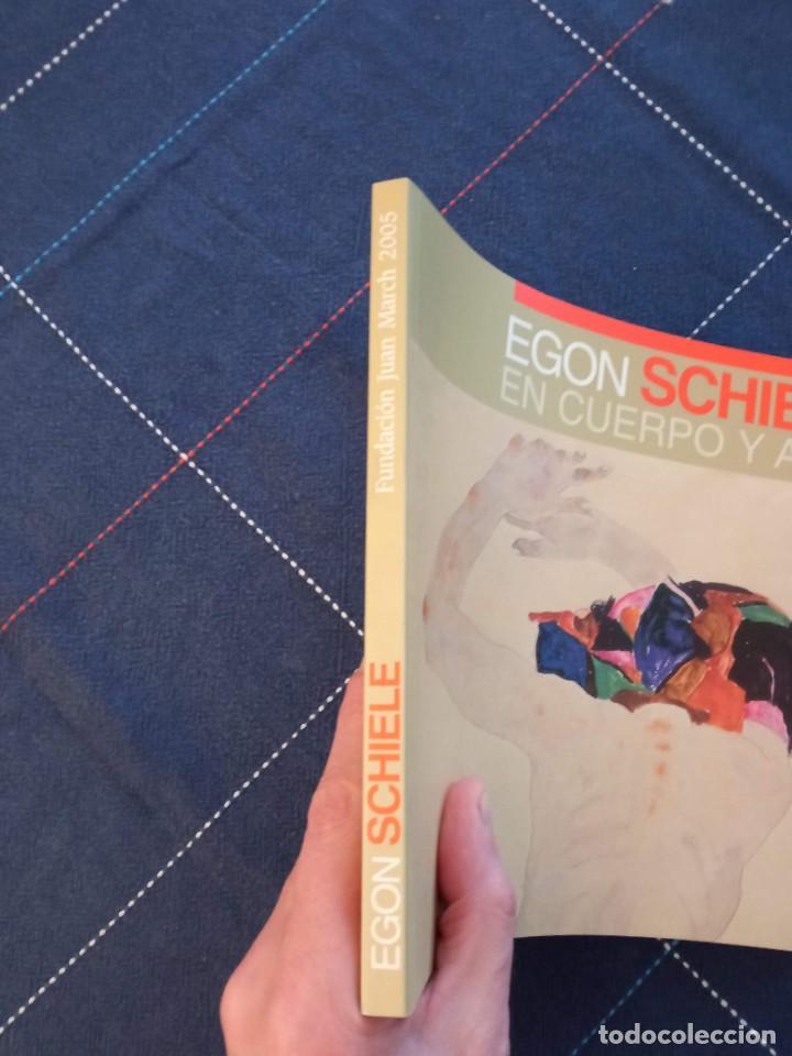 Arte: Catálogo EGON SCHIELE. En Cuerpo y Alma. Fundación Juan March 2005. - Foto 2 - 241943950
