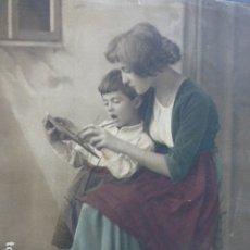Arte: NIÑO APRENDIENDO A ESCRIBIR LITOGRAFIA HACIA 1915 18 X 23 CMTS. Lote 175970738