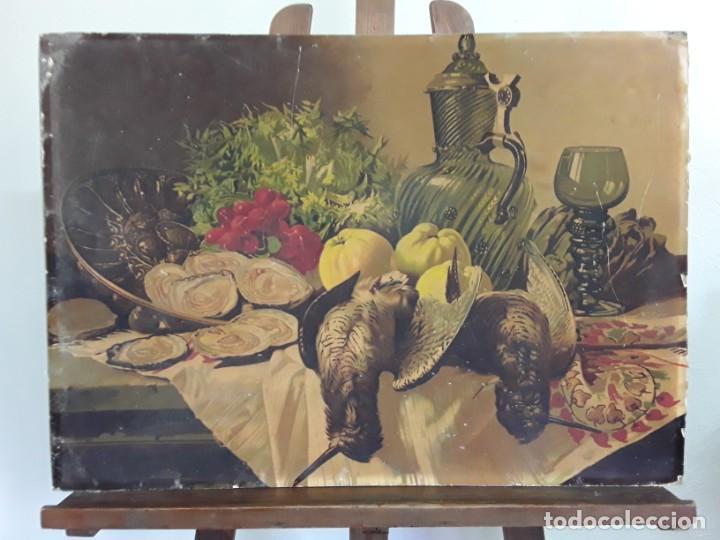 BODEGÓN DE VERDURAS, CAZA Y VIDRIO; 50 X 70 CM. LÁMINA DEL SIGLO XIX SOBRE CARTÓN RÍGIDO (Arte - Cromolitografía)