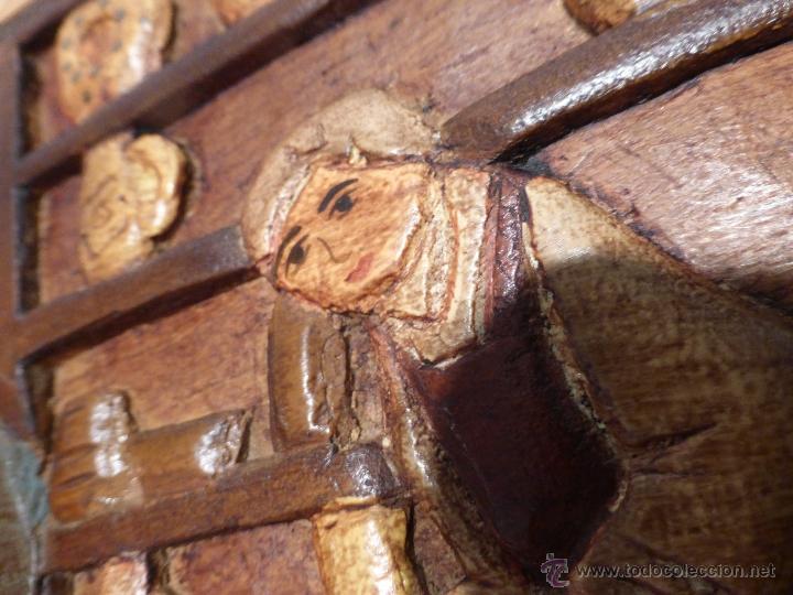 Arte: FABULOSO CUADRO TALLADO EN RELIEVE SOBRE TABLA DE MADERA Y POLICROMADO - DIBUJO ESTILO CAUCÁSICO - Foto 7 - 49377918