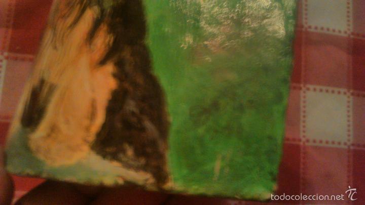 Arte: Precioso dibujo de dos yorsay terrier,pintados a mano en un trozo de teja antigua,firmado por el aut - Foto 4 - 55798548
