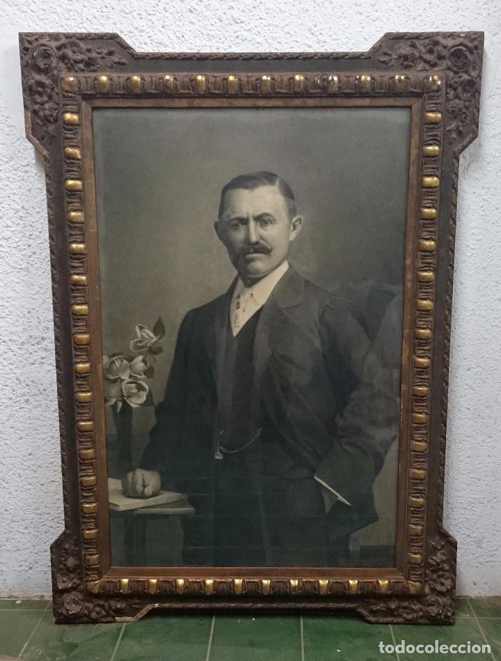 ANTIGUO RETRATO PINTADO AL CARBONCILLO Y FIRMADO POR J.L. VILLAVERDE. 1887. MARCO DORADO. CABALLERO. (Arte - Dibujos - Modernos siglo XIX)
