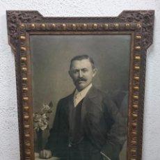 Arte: ANTIGUO RETRATO PINTADO AL CARBONCILLO Y FIRMADO POR J.L. VILLAVERDE. 1887. MARCO DORADO. CABALLERO.. Lote 99292327
