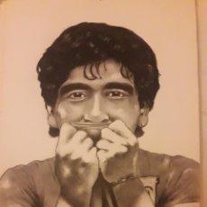 Arte: DIBUJO DE DIEGO MARADONA EN CARBONCILLO-ESFUMADO A MANO-ORIGINALENRIQUE LEIRO-ARTISTA DE SITGES-2001. Lote 132165458