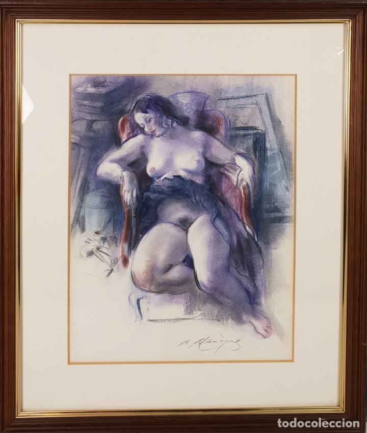 MUJER DESNUDA. DIBUJO AL PASTEL SOBRE PAPEL. FIRMA ILEGIBLE. SIGLO XX. (Arte - Dibujos - Contemporáneos siglo XX)