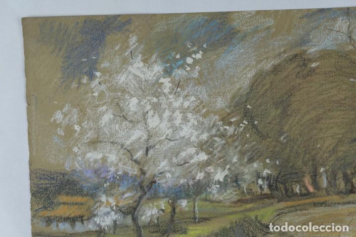 Arte: Ceras y gouache sobre papel Paisaje camino con árboles mediados siglo XX - Foto 3 - 210145888