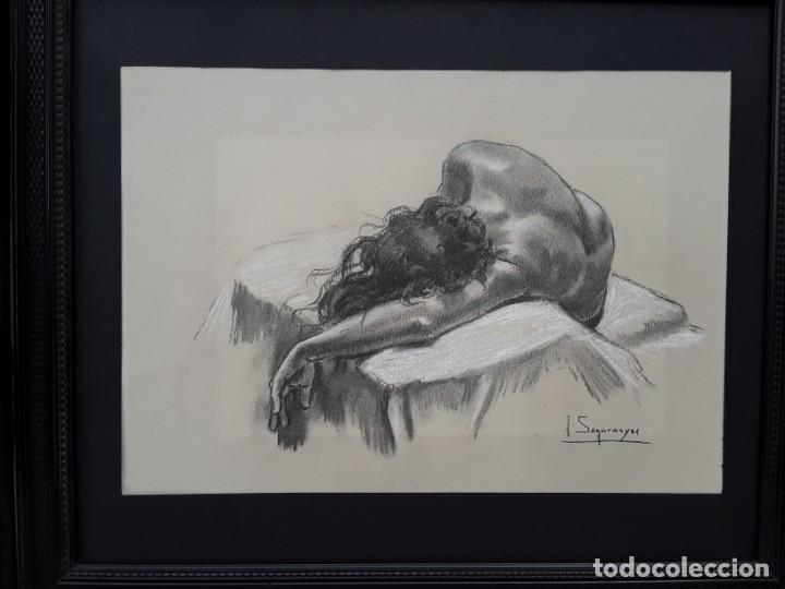 JOAN SEGURANYES(VIC) : DIBUJO ORIGINAL DE LÁPIZ Y CLARIÓN, TORSO DE MUJER POSANDO. ENMARCADO ACTUAL. (Arte - Dibujos - Contemporáneos siglo XX)