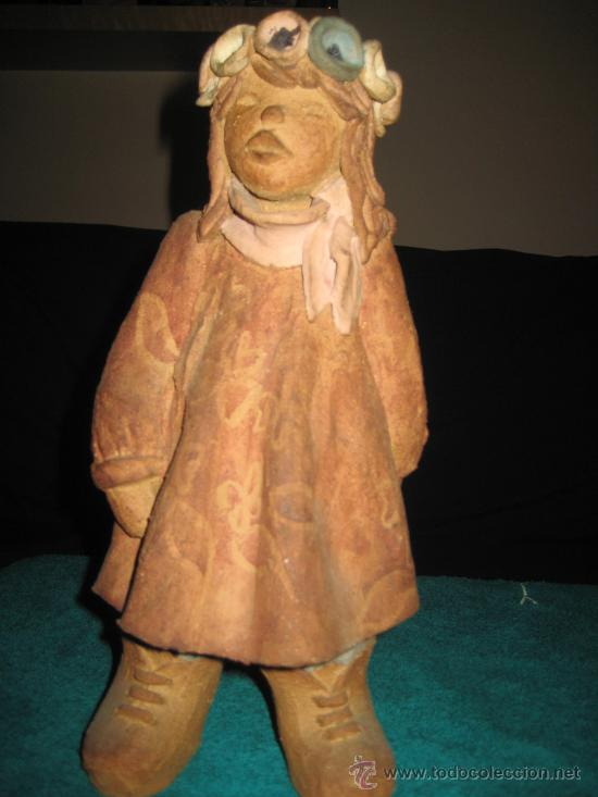 ESCULTURA DE NIÑA . FIRMADA POR LA ESCULTORA ( PALOMA ) (Arte - Escultura - Piedra)