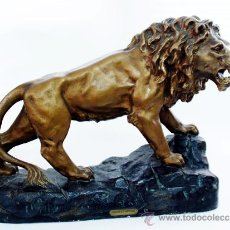 Arte: PASQUIER - LION Á L´AFFUT - ESCULTURA EN YESO PATINADO - FRANCIA - S. XIX. Lote 30811956