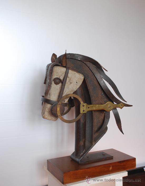 Arte: Escultura Cabeza de caballo; en tecnica mixta , piedra virgen, hierro, laton. Año 1970 - Foto 2 - 27612571