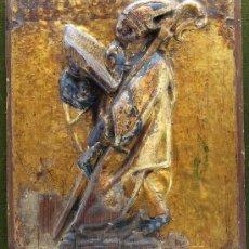 Arte: RELIEVE DEVOCIONAL SAN GREGORIO MAGNO EN MADERA TALLADA DORADA Y ESTOFADA S XVI. Lote 19960222