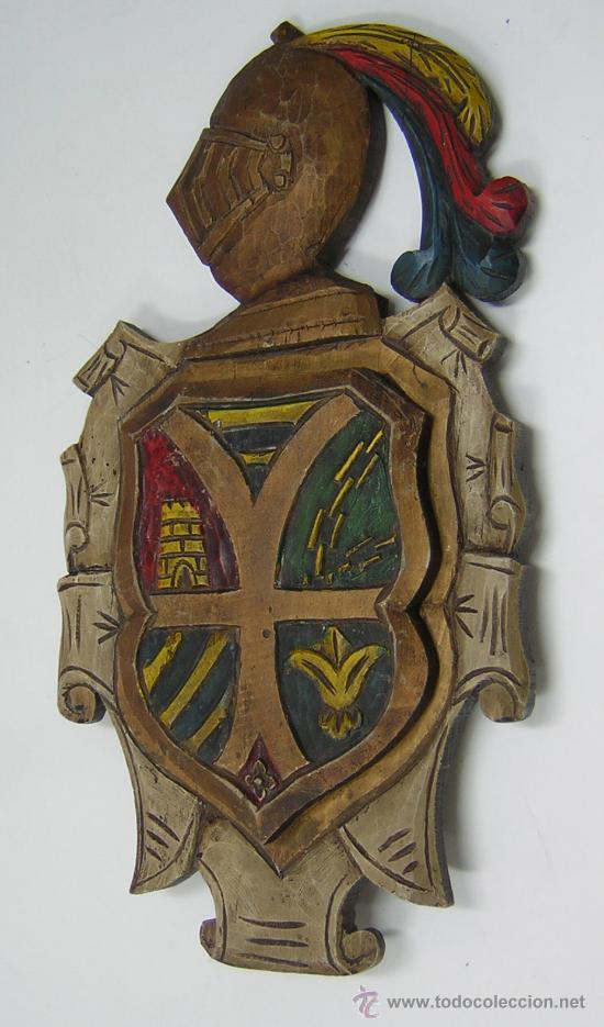 TALLA PERGAMINO MADERA COLORES - PANOPLIA ESCUDO (Arte - Escultura - Madera)