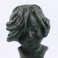 Arte: ISABEL BISCARRI, CABEZA DE TERRACOTA DE NIÑO, 34 CM ALTURA TOTAL. FIRMADA,.. Lote 25060415