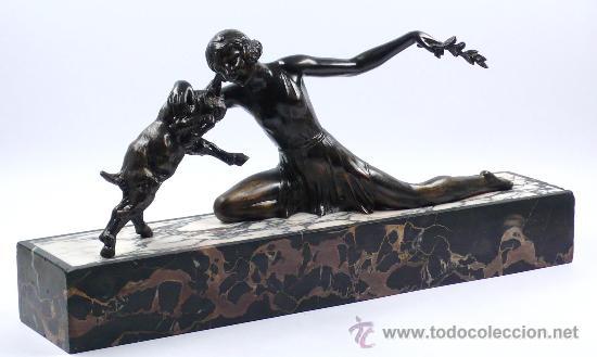 FIGURA ART DECO 1920'S. EN MÁRMOL Y CALAMINA, 53,5 CM LARGO X 25 CM ALTO. (Arte - Escultura - Bronce)