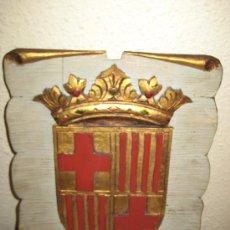 Arte: ANTIGUO ESCUDO TALLADO EN MADERA CON SUS COLORES ORIGINALES DE BARCELONA.. Lote 28119406