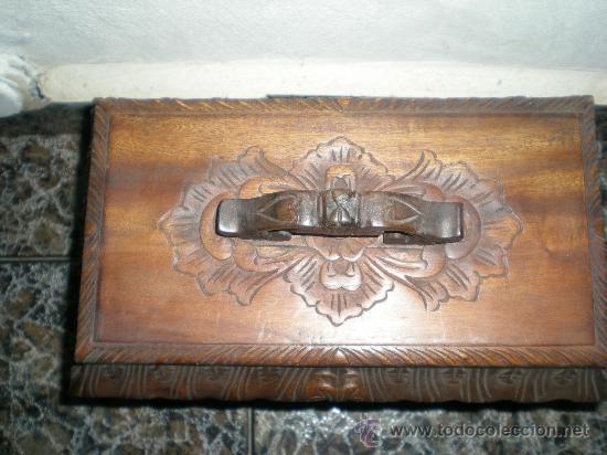 Arte: precioso cofre de madera en nogal tallado con adornos florales siglo XX - Foto 2 - 32940391