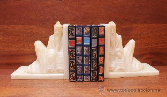 MAGNIFICA PAREJA ESCULTURAS FIGURA CHINAS EN ALABASTRO SUJETA LIBROS (Arte - Escultura - Alabastro)