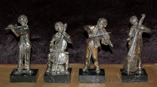 CONJUNTO DE 4 MUSICOS EN RESINA LACADA. AÑOS 60 (Arte - Escultura - Resina)