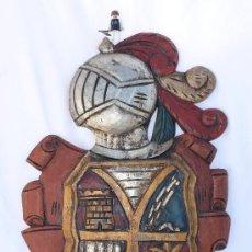 Arte: GRAN ESCUDO HERALDICO PANOPLIA EN MADERA TALLADA Y POLICROMADA PARA ESPADAS MUY DECORATIVO ESPADA. Lote 35810011