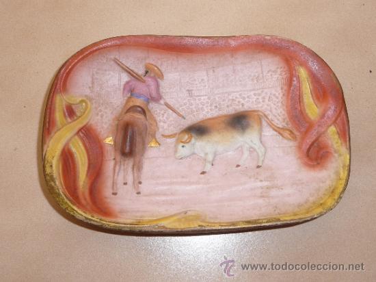 PRECIOSO BISCUIT DE PORCELANA DE TEMATICA TAURINA, CON TORO, AÑOS 20 (Arte - Escultura - Porcelana)