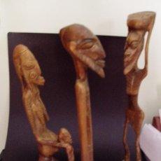 Arte: TRES ANTIGUAS TALLAS DE FIGURAS ETNICAS AFRICANAS EN BRONCE MACIZO ALTURA 18 CM.. Lote 36658214
